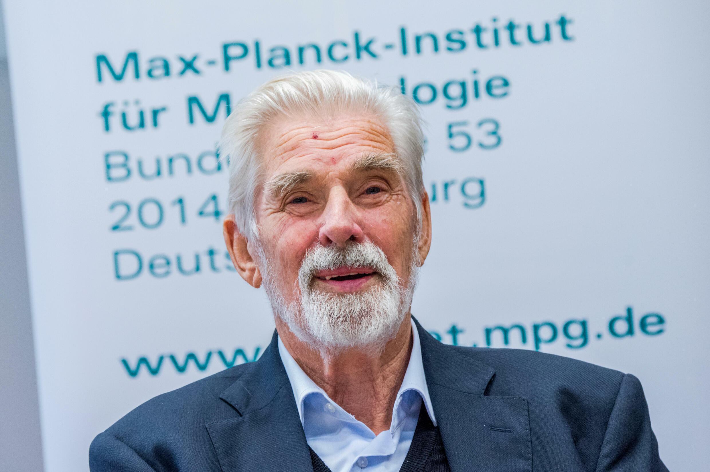 Klaus Hasselmann da una rueda de prensa tras conocerse la concesión del Premio Nobel de Física, el 5 de octubre de 2021 en la ciudad alemana de Hamburgo