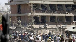 Cảnh đại sứ quán Đức ở Kabul, Afghanistan, sau vụ tấn công bằng xe gài chất nổ ngày 31/05/2017.