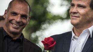 L'ex-ministre des Finances grec Yanis Varoufakis et l'ex-ministre de l'Economie français Arnaud Montebourg, à Frangy-en-Bresse, le 23 août 2015.