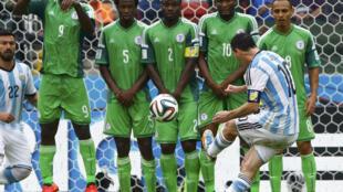 Lionel Messi apontou dois golos frente à Nigéria e soma já quatro golos.