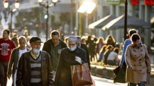 Le maire de Moscou demande aux personnes âgées de rester à domicile et aux entreprises de privilégier le télétravail fasse à la nouvelle hausse de cas de Covid-19 dans la capitale.