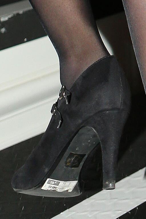 Говорят, что Марион Марешаль-Ле Пен намеренно оставила ценник на туфелях, чтобы соответствовать образу «девушки из народа».