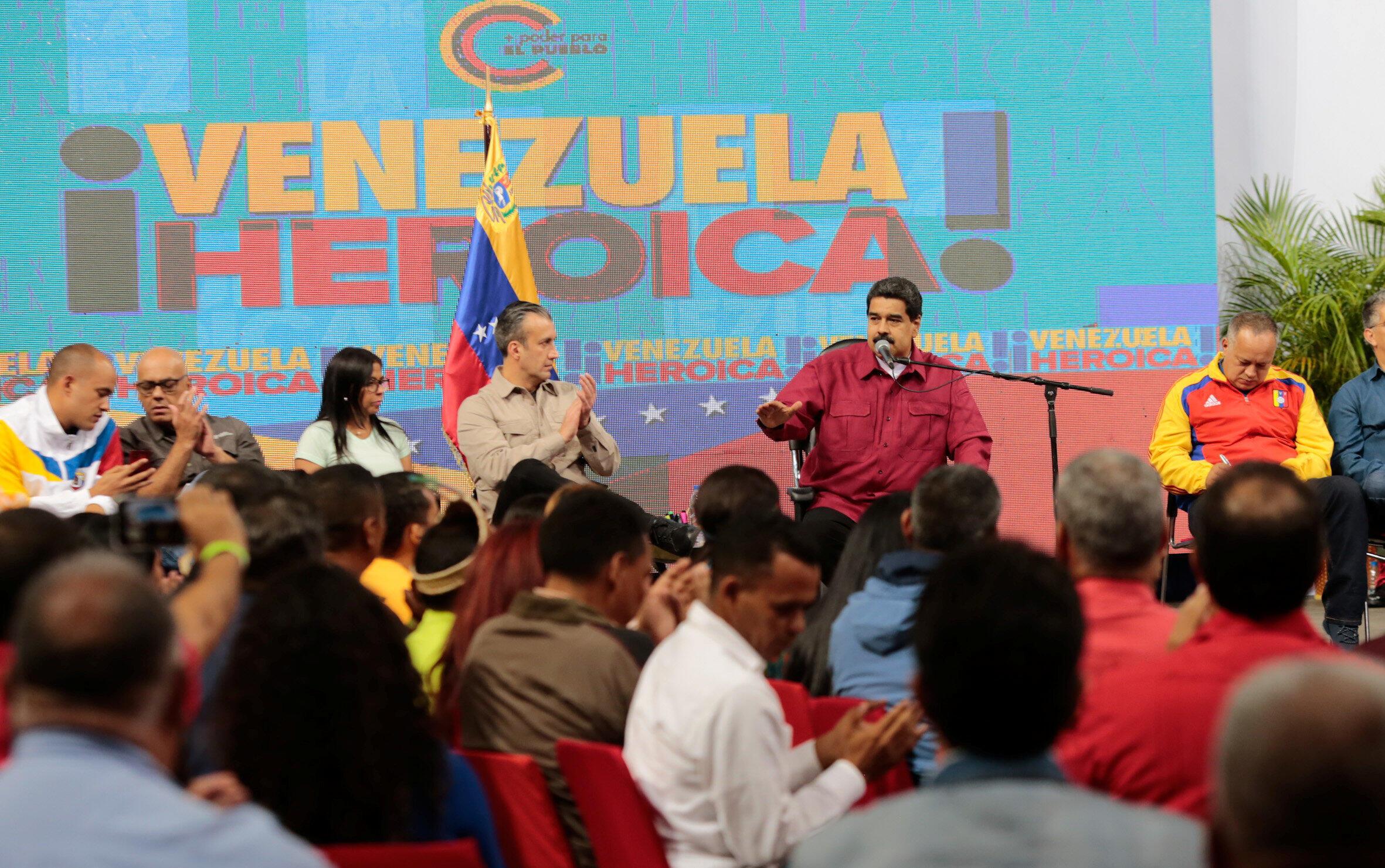 Nicolás Maduro con miembros de la Asamblea Constituyente en Caracas, Venezuela, este 2 de agosto de 2017.
