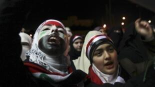 Manifestação em frente da embaixada da Síria em Amman, Jordânia, 7 de maio de  2011