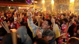 2011年2月2日,香港民眾在黃大仙寺新年祈福。