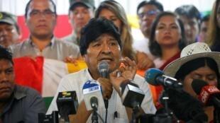 Evo Morales annonce le duo de candidats qu'il veut porter pour la présidentielle à travers le MAS, le 19 janvier à Buenos Aires.