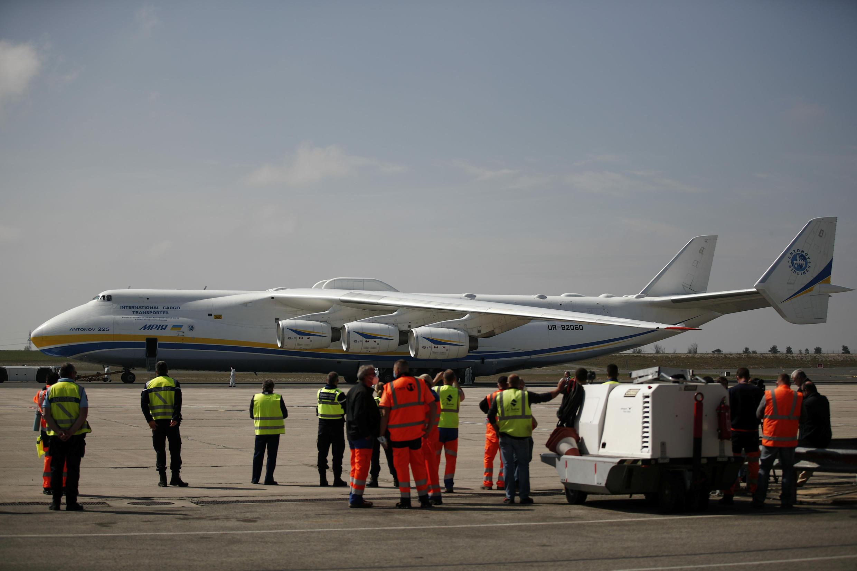 "Ан-225 в аэропорту ""Ватри"" под Парижем. 19 апреля 2020 г."