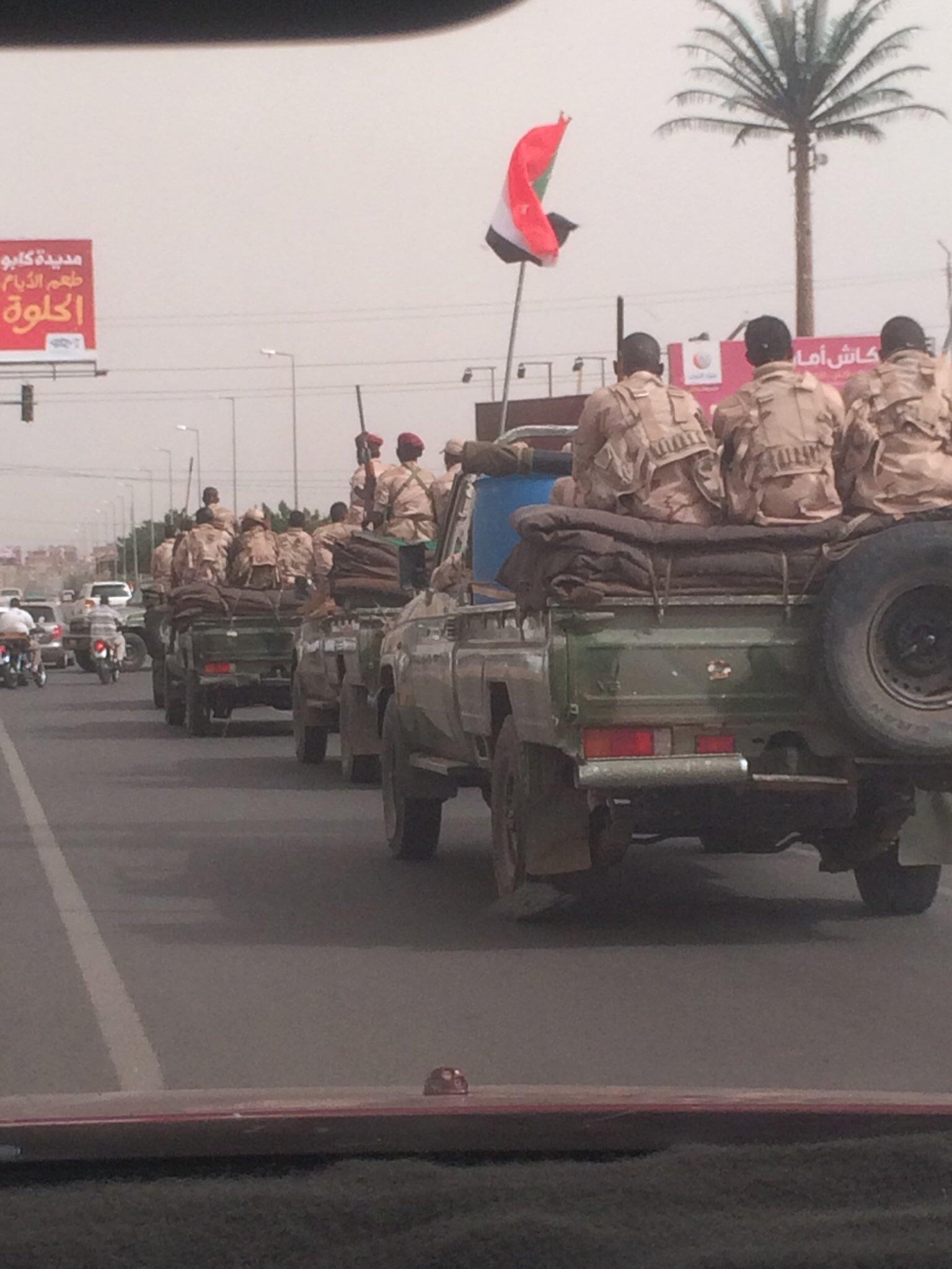 Déploiement massif des forces de sécurité dans le centre de Khartoum, dimanche 30 juin.