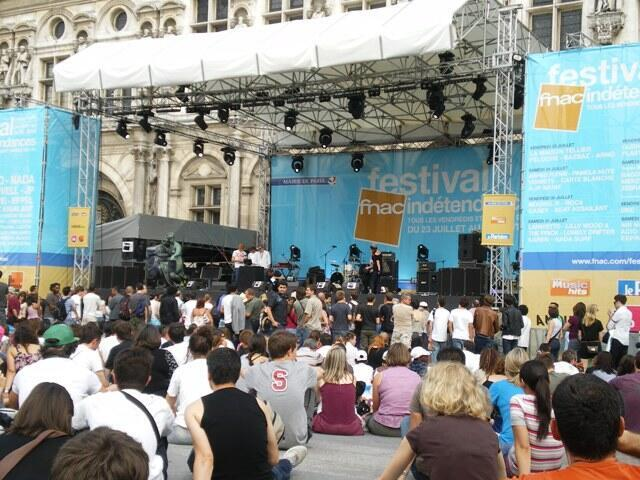 夏日巴黎文化活動:巴黎市政廳門前廣場上的免費音樂會。