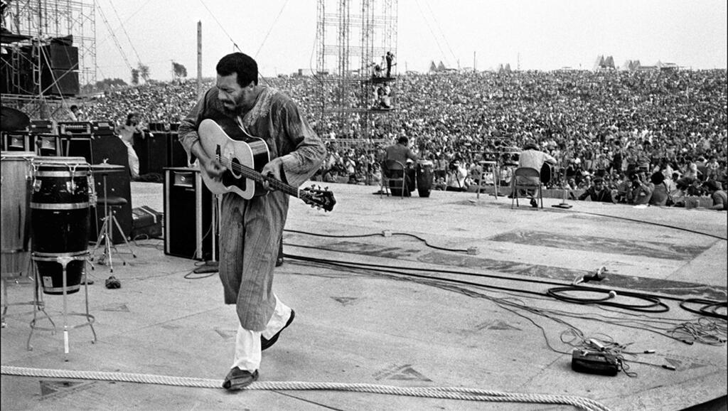 Richie Havens fait l'ouverture du festival et chante «Freedom». Le premier moment de légende !
