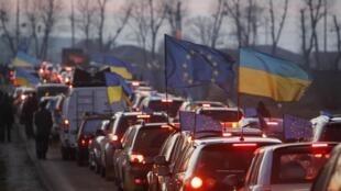 """""""Автомайдан"""" направляется к резиденции президента Украины Виктора Януковича"""
