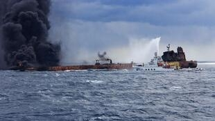 نیروهای امدادی در صورتی میتوانند وارد کشتی شوند که حرارت کشتی کاهش یابد.