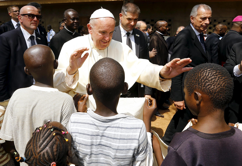 Đức Giáo hoàng Phanxicô trong chuyến viếng thăm Bangui - REUTERS /Stefano Rellandini
