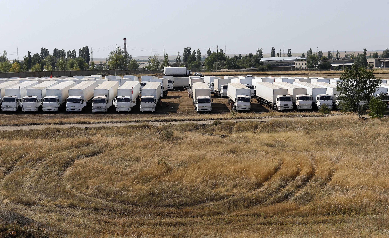 Đoàn xe chuyển hàng nhân đạo Nga  nằm chờ ở biên giới Nga - Ukraina, ngày 16/08/2014.