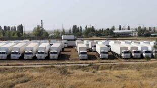 2014年8月16日,在俄乌边境等待的俄罗斯车队。