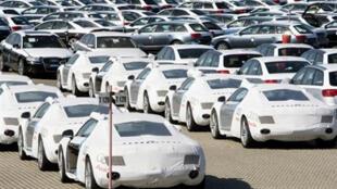 Des centaines de nouvelles voitures Audi prêtes à être exportées.
