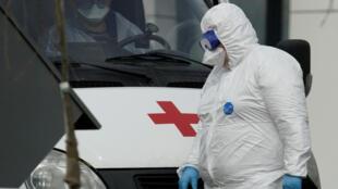Россия занимает второе место в мире по числу заболевших коронавирусом, при этом смертность от болезни в стране значительно ниже, чем в западных странах.