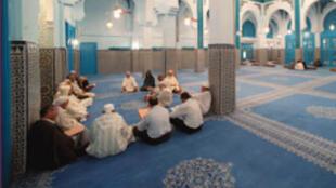 Le Maroc assure la formation d'un islam modéré, qualifié du « juste milieu ».