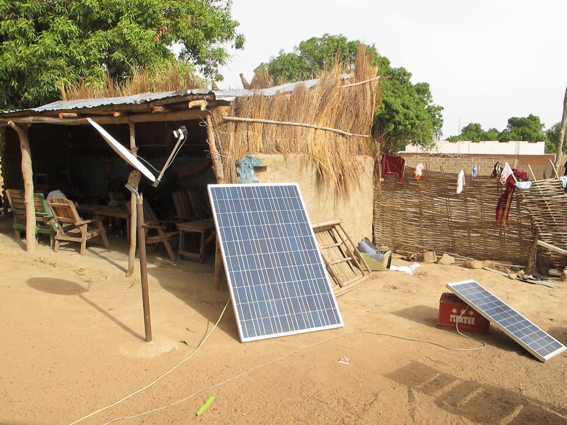 Des panneaux solaires dans le village de Siby, à 45 kilomètres de Bamako.