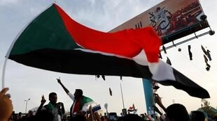 苏丹民众4月14日抗议资料图片