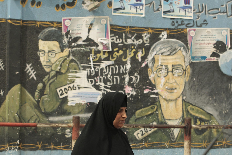 Imagem do soldado Gilad Shalit estampada nos muros de Israel.