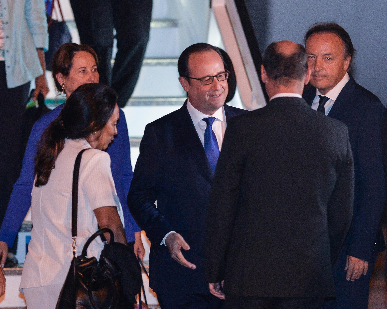 François Hollande akiwasili Havana, Cuba, Mei 10 mwaka 2015.