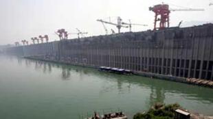 Le barrage des Trois-Gorges sur le fleuve Yangtsé, lors de sa construction, en mai 2006.