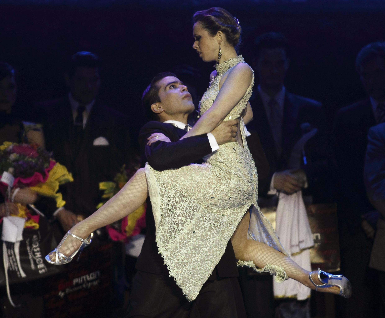 Los campeones de la categoría Escenario, María Noel Sciuto y Cristian Sosa.