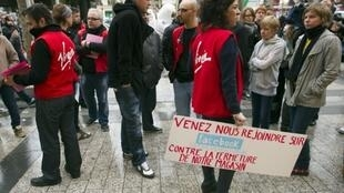 Workers from the Virgin Mégastore on the Champs-Elysées demonstrate against closure