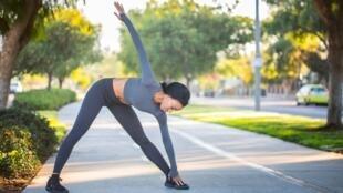 Il est important de bien s'étirer et de maintenir une activité physique lorsqu'on souffre de sciatique.