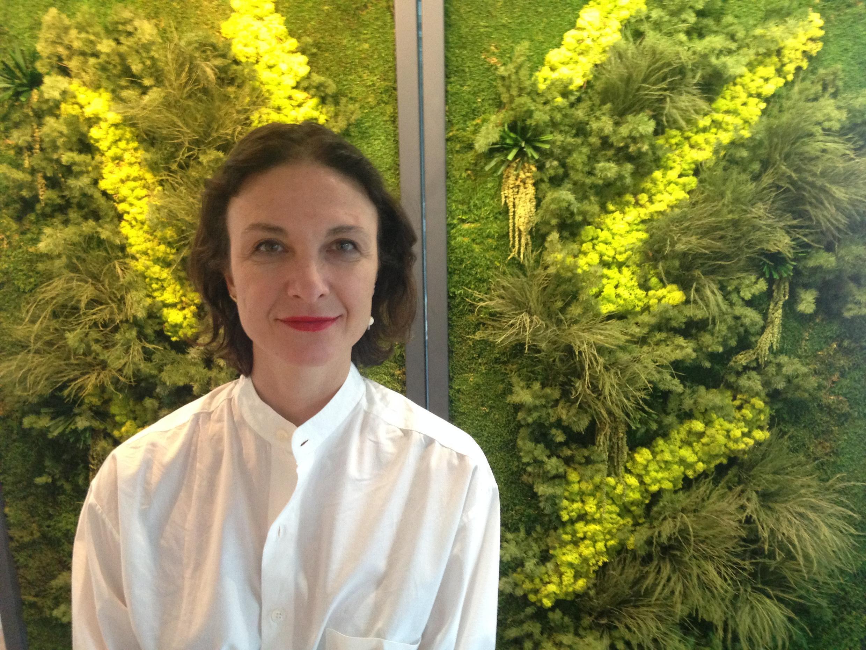 """A """"arquiteta-artista"""" Daniela Busarello expõe atualmente em Paris."""