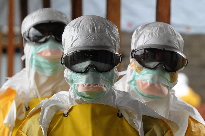 Des soignants de Médecins sans frontières au Liberia où on a constaté, en juin 2015, une résurgence de cas d'Ebola.