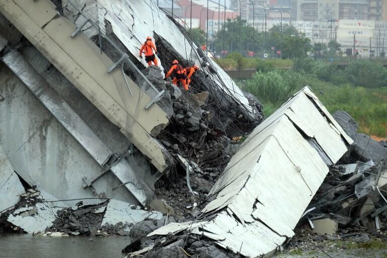 Обрушившийся мост под Генуей (Италия), 14 августа 2018.