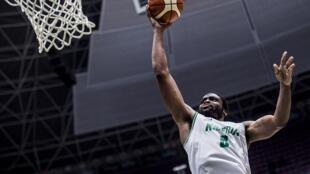 Le Nigérian Ike Diogu saute au panier lors du quart de finale de l'Afrobasket face au Cameroun.