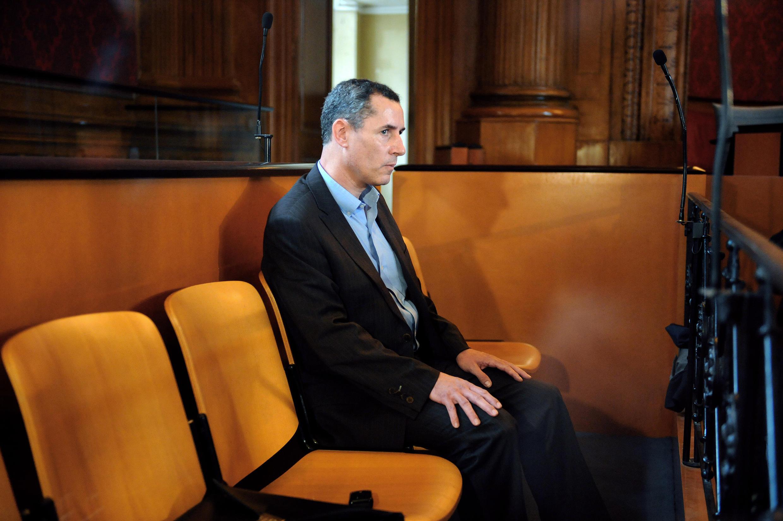 Le professeur de droit toulousain Jacques Viguier poursuivi pour le meurtre de sa femme mystérieusement disparue en 2000 et dont le corps n'a jamais été retrouvé, lors de l'ouverture de son procès devant la cour d'assises de Haute-Garonne, le 20 avril 2009