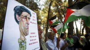 """Cartaz de manifestante palestino alerta: """"Kerry, não confiamos em você e na América"""""""