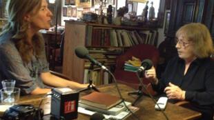 Sabine Weiss (à dr.) au micro de Valérie Nivelon.