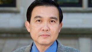 美国阿肯色大学教授洪思忠资料图片