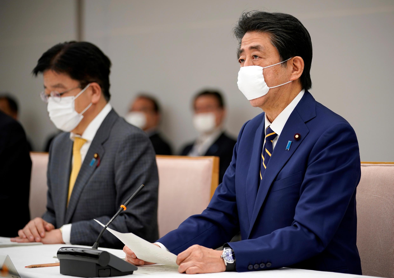 Thủ tướng Nhật Bản Shinzo Abe tuyên bố tình trạng khẩn cấp trong cuộc họp tại Tokyo, Nhật Bản, ngày 07/04/2020.