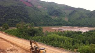 Công trình thủy điện Xayaburi vẫn được âm thầm xúc tiến dù chưa có đèn xanh chính thức.