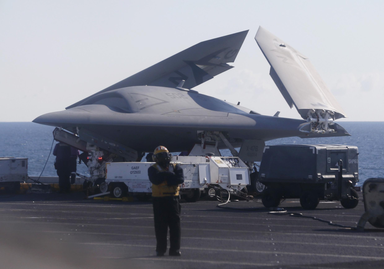 យន្តហោះដ្រូនអាមេរិកប្រភេទ X-47B
