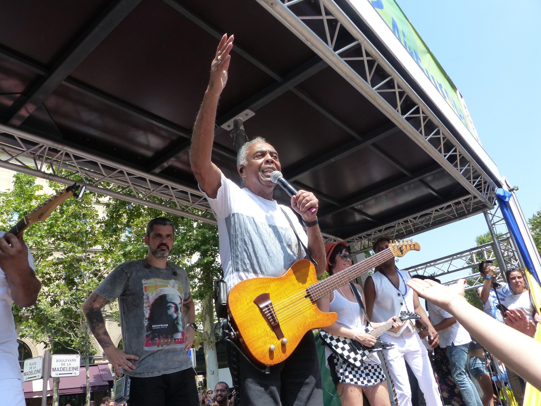 Gilberto Gil faz show durante a Lavagem da Madeleine