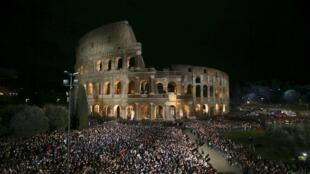 C'est avec un niveau de sécurité relevé que s'est tenu le Chemin de croix au Colisée, le 25 mars 2016 à Rome.