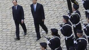 法国总统奥朗德荣军院迎接中国国家主席习近平
