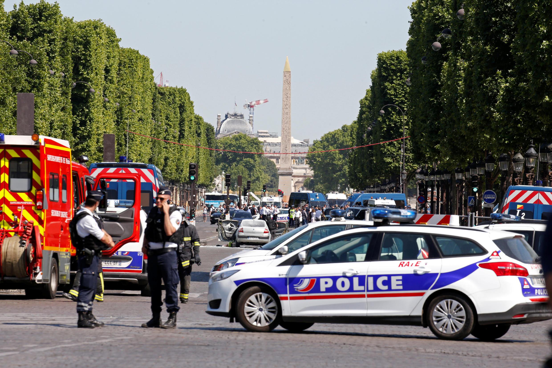 Tiveram ontem lugar dois atentados na Europa: um nos Campos Elísios, onde um indíviduo atacou as forças da ordem com um carro, e outro em Londres, onde outro atacante tentou atropelar muçulmanos frente a uma mesquita.