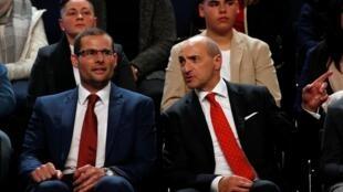Robert Abela (à g.) aux côtés de Chris Fearne qui lui disputait le poste de chef du Parti travailliste.