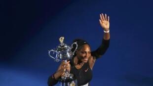 Serena Williams a remporté l'Open d'Australie, le 28 janvier 2017, en battant sa soeur Venus 6-4, 6-4.