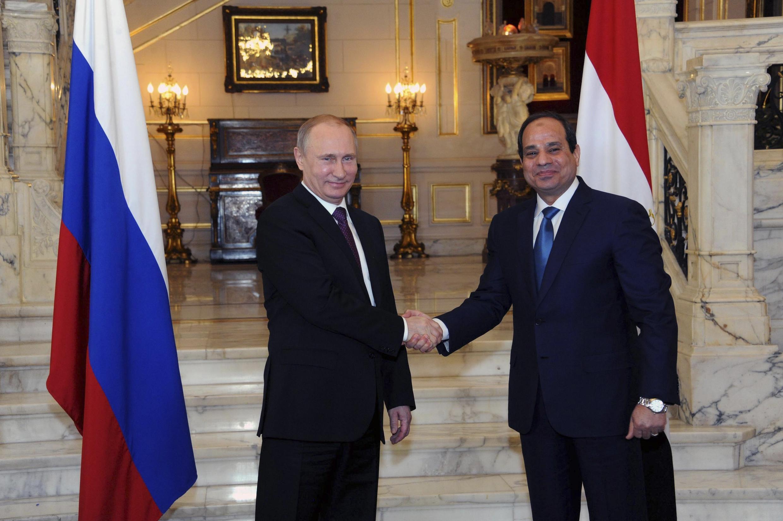 Tổng thống Nga Vladimir Putin và đồng nhiệm Ai Cập Al Sissi tại Cairo, 10/02/2015.