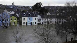 La ville de Cockermouth, dans le Cumbria, au nord de l'Angleterre, envahie par les eaux, le 20 novembre 2009.