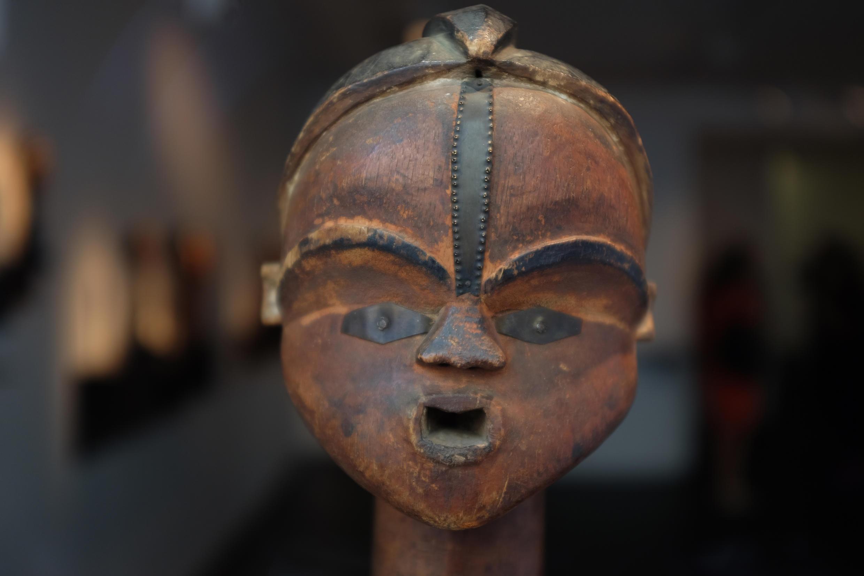Estatua Tsogho, Gabón, siglo XIX, Museo del Quai Branly.